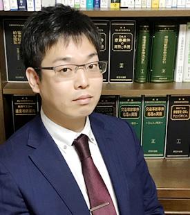 小西弁護士の写真